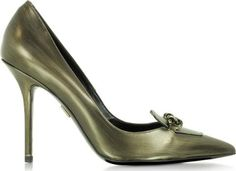 Miss Chain Old Gold Distressed Effect Pump crafted in high shine metallic leather is a retro inspired classic with a classic edge. Featuring pointed toe tab vamp with chain detail covered stiletto heel and leather sole. #Roger ivier #Golden #CourtsandPumps #Forzieri #Women #fashion #obsessory #fashion #lifestyle #style #myobsession #trend #lifestyle #highheels #awesomeshoes #women #fashionforwomen #trednsetter #luxury #party #partyshoes