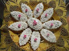 Pastissus Traditional Sardinian Cookies . . . Italian Iced Wedding Cookies ~ Recipe: http://www.experiencesardinia.com/italian-wedding-cookies.html