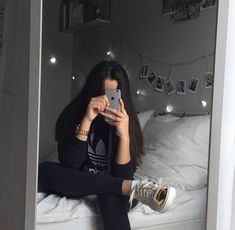 faceless selfie and photo ideas; (photos not mine) Aesthetic Photo, Aesthetic Girl, Aesthetic Pictures, Profile Pictures Instagram, Photo Instagram, Foto Mirror, Mirror Pic, Images Esthétiques, Tmblr Girl