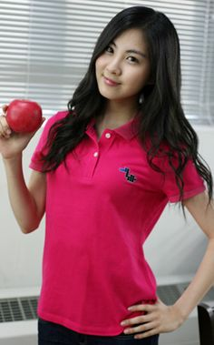 "one of her dreams come true... ""Going to campus while eat apple"" kekeke #MaknaeSeohyun ★ #SNSD"