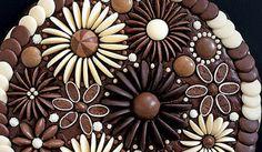 Efektní čokoládové zdobení dortu hotové za pár minut