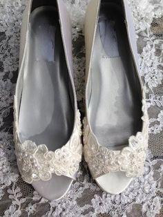 Victorian Style Low Heel Bridal Open Toe Pump von LaBoutiqueBride