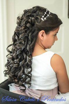 #bride #brasil #hair #cabelo #casamento #cabeleireira #inspiraçao #beautiful #beauty #beleza #mulher #linda #wedding #inspiration #penteados #top #look #hairstylist Wedding Hairstyles For Girls, Flower Girl Hairstyles, Up Styles, Long Hair Styles, Communion Dresses, My Hair, Hair Makeup, Hair Beauty, Dreadlocks