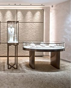 Showcase Masterwe have over 19 years experiences on commercial space design, and we specialize in display showcase, furniture manufacturing. Showroom Interior Design, Boutique Interior, Retail Interior, Jewellery Shop Design, Jewellery Showroom, Showcase Design, Retail Design, Jewelry Stores, Furniture