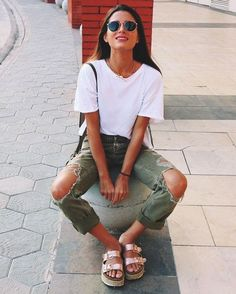 30 Street Style Looks Your Wardrobe Needs This Spring - Awesome Outfits - Outfit Trends Today Summer School Outfits, Casual Outfits For Teens, College Outfits, Casual Ootd, Outfit Summer, Winter Outfits, Party Outfit For Teen Girls, Simple Outfits, Stylish Outfits