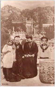 Marie with children Mignon and Nicolae and Queen Elisabeth of Romania. Princess Alexandra, Princess Beatrice, My Princess, Romanian Royal Family, Greek Royal Family, Michael I Of Romania, Peles Castle, Princess Victoria, Queen Victoria
