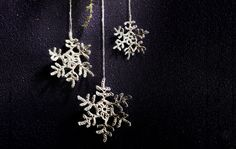 Virkattu lumitähti Crochet Stars, Knit Crochet, Crafty Projects, Snowflakes, Needlework, Knitting Patterns, Diamond Earrings, Brooch, Diy