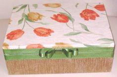 Caixa em madeira forrada de tecido