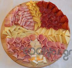 Ποικιλία αλλαντικών και τυριών - Cooklos.gr Dinner Party Recipes, Appetizer Recipes, Holiday Recipes, Cheese Platters, Food Platters, Decoration Buffet, Meat Platter, Food Carving, Catering Food