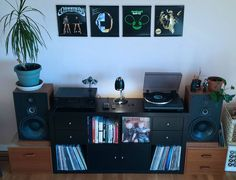 Beautifully sleek record display with a crisp colour theme.