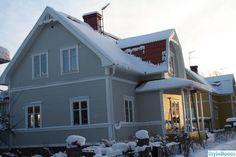 husfasad House Front, Home Fashion, Villa, Cabin, House Styles, Outdoor Decor, Home Decor, Garage, Album