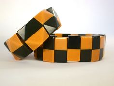 Vintage Black and Butterscotch Faceted Stretch Bakelite Bangle, 3/4 inches wide.   Excellent condition