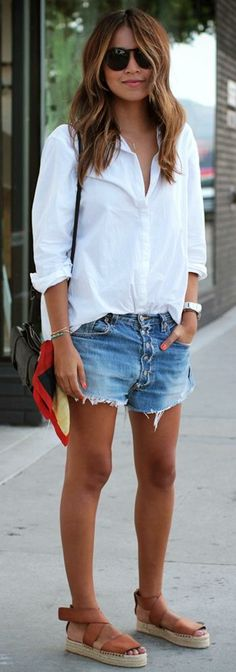 40 Of The Best Summer Outfits To Copy Right Now Casual Summer Fashion Style. Very Light and Fresh Look. The Best of clothes in Mode Shorts, Mode Jeans, Women's Jeans, Jean Short Outfits, Short Jeans, Short Shorts, Look Con Short, Straight Cut Jeans, Denim Cutoff Shorts