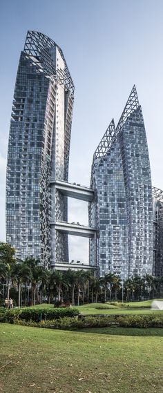 Reflections at Keppel Bay Residential Complex, Singapore designed by Daniel Libeskind Architect :: 41, 24, 11 floors