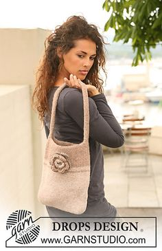 """Ravelry: 124-11 Felted bag with crochet rose in """"Eskimo"""" pattern by DROPS design"""
