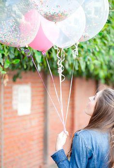Los globos dorados son ideales para fiestas