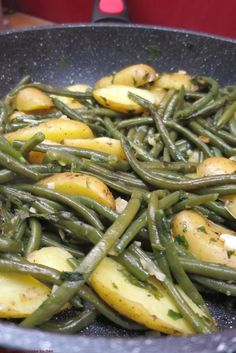 Poêlée de haricots verts et pommes de terre Healthy Instapot Recipes, Healthy Dinner Recipes, Vegetarian Recipes, Vegetarian Pho, Fried Green Beans, Green Beans And Potatoes, Healthy Chicken Parmesan, Green Bean Recipes, Easy Chicken Recipes