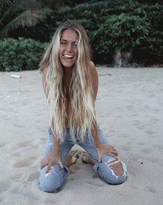 Blonde on the Beach Blonde Plage, Hair Inspo, Hair Inspiration, Beachy Hair, Beach Blonde Hair, Blonde Hair Looks, Foto Instagram, Dream Hair, Hair Goals