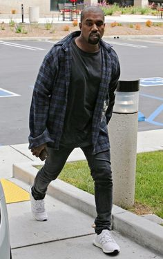 Kanye West in the adidas Ultra Boost Kanye West Outfits, Kanye West Style, Kanye West Fashion, Kanye West Shirt, Formal Men Outfit, Outfits Casual, Mode Outfits, Adidas Ultra Boost Men, Chinos Men Outfit