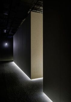 lit edges--The Silence Room at Selfridges by Alex Cochrane Architects. Cream felt covering the walls, floor and seats helps to insulate some of the sound and provide comfortable surfaces to relax on once inside. Hidden Lighting, Cove Lighting, Indirect Lighting, Interior Lighting, Lighting Design, Light Architecture, Interior Architecture, Home Interior, Modern Interior