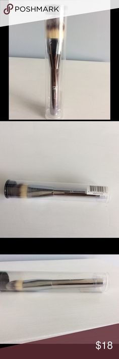 It Cosmetics Heavenly Luxe Paddle Foundation Brush It Cosmetics Heavenly Luxe Plush Paddle Foundation Brush  *Brand new in sealed tube *Ideal for smooth and flawless foundation application *Approx. Length - 7 inches Makeup Brushes & Tools