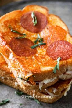 Pizza Grilled Cheese Soup And Sandwich, Sandwich Recipes, Pizza Recipes, Pizza Sandwich, Pizza Pizza, Grilled Sandwich Ideas, Pizza Burgers, Flatbread Pizza, Barbecue Recipes
