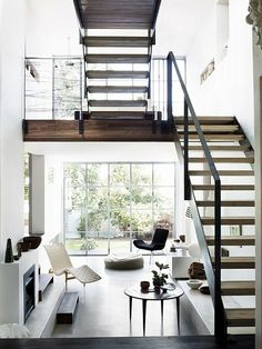 This beautiful home is photographed by Australian photographer Prue Ruscoe is decorated in a gorgeous combination of black, white and wood. The result is very stylish and the atmosphere is calm and clean.