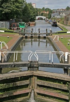 Locks along the Grand Union Canal in Hemel Hempstead, Essex, UK, The are 2,500 miles of canals in England.  B. Lowe