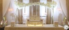 Blossom Weddingstage. Ook met gouden accenten