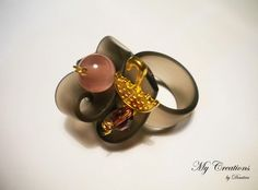 caoutchouc ring (golden umbrella and beads)