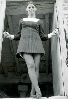 """ Julie Christie in a pleated mini dress "" Seventies Fashion, 1960s Fashion, Girl Fashion, Vintage Fashion, Julie Christie, Moda Retro, Jacqueline Bisset, Charlotte Rampling, Mod Girl"