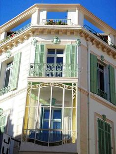 immeuble  rue d'Antibes angle rue Chabaud Cannes