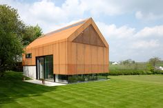 An office that mirrors vernacular architecture, without mimicking it | Inspirationist