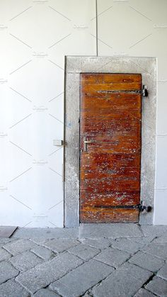 a door in Italy - Architecture