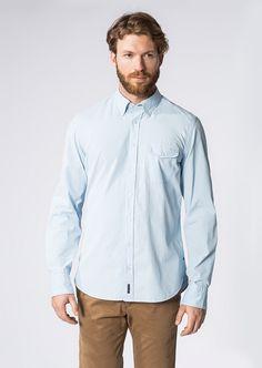 Entspannte Freizeit-Outfits profitieren von zugleich lässigen als auch stilvollen Oberteilen wie diesem Langarm-Hemd von Marc O'Polo aus einer 100%-igen Baumwolle. Klassischer Button-Down-Kragen trifft auf eine aufgesetzte Brusttasche und weiß auf Anhieb zu überzeugen. Aus 100% Baumwolle....