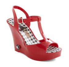 OMG! I used to LOVE wearing my jelly shoes in the Summer as a kid! Now I can wear them as an adult! How cute!!! :)