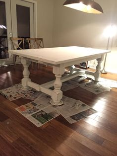 How to paint a table with chalk paint – Farmhouse On The Bay - Farmhouse table Painted Farmhouse Table, Painted Kitchen Tables, Painted Tables, Wood Tables, White Kitchen Tables, White Dinning Table, Refinishing Kitchen Tables, Kitchen Table Redo, Farmhouse Table Chairs