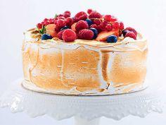 Himmelsk tårta med italiensk maräng | Recept från Köket.se Pie Dessert, Dessert Recipes, Desserts, Dessert Ideas, Roy Fares, Swedish Recipes, Tea Cakes, Cake Decorating, Sweet Tooth