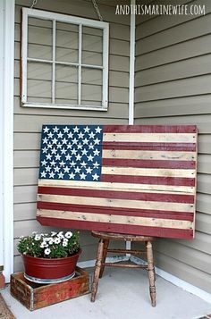 Wooden Pallet Furniture DIY Pallet American Flag {and wall mounting instructions} - I am obsessed with pallets and love any projects involving them. This step-by-step tutorial for a DIY Pallet American Flag shows you how to make your own. Wooden Pallet Projects, Wooden Pallet Furniture, Diy Craft Projects, Wooden Pallets, Pallet Ideas, Project Ideas, Diy Furniture, Furniture Projects, Outdoor Furniture
