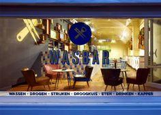 """坂井直樹の""""デザインの深読み"""": 「栓抜きと洗濯ばさみ」がロゴマークの「ランドリーとバーが融合した新しいスタイルの店舗」がベルギーに出現。"""