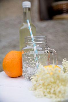 Sirup z černého bezu, citrusů a meduňky Cold Drinks, Mason Jars, Tableware, Syrup, Alcohol, Cool Drinks, Dinnerware, Tablewares, Mason Jar