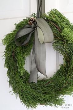 50 Minimalist Christmas Decorations That are Refreshing and Luxurious - Hike n Dip Here are best Minimalist Christmas decorations for your inspo. Simple & Natural Christmas decor are great for modern homes, small spaces or budget decors. Diy Christmas Decorations Easy, Christmas Door Wreaths, Noel Christmas, Holiday Wreaths, Rustic Christmas, Winter Christmas, Holiday Decorating, Green Christmas, Christmas Sweets