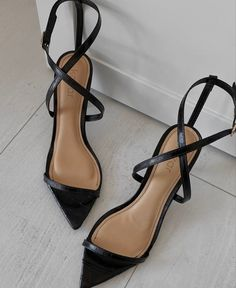 Cute Shoes, Me Too Shoes, Fashion Shoes, Fashion Accessories, High Heels, Shoes Heels, Pumps, Aesthetic Shoes, Sneaker Heels