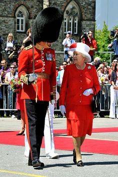 Queen Elizabeth II walks alongside a Guards Officer to inspect a Guard of Honour outside the Canadian Parliament after arriving to attend the Canada Day celebrations on July i, 2010 in Ottawa, Canada. Hm The Queen, Royal Queen, Her Majesty The Queen, Queen Mary, King Queen, Elizabeth Philip, Queen Elizabeth Ii, Prinz Phillip, British Royal Families