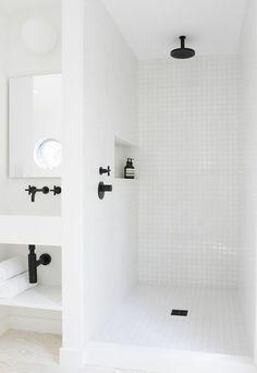 Salles de bains blanches : 12 photos repérées sur Pinterest - Côté Maison                                                                                                                                                                                 Plus