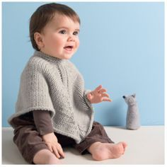 Il poncho baby e il gilet girl. Bebe Baby, Baby E, Poncho Crochet, Baby Poncho, Baby Knitting Patterns, Handmade Baby, Baby Hats, Kids And Parenting, Little Ones