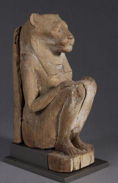 Statuette de déesse lionne accroupie - Basse Époque (664-332 av. J.-C.) - Bois de tamaris (statue), figuier sycomore (dossier) - H.26,8 - Paris, mdL