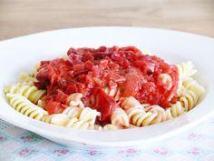 Rote Bete! Wir lieben Rote Bete und haben schon die verschiedensten Rezepte damit kreiert. Heute stellen wir euch unsere Rote Bete Sauce für Nudeln und Spaghetti vor <3