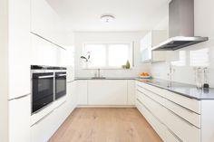 Laat een moderne keuken plaatsen