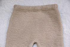 DIY Conjunto bebé parte 1: Como hacer pantalones de lana (patrones) Mini Skirts, Beanie, Knitting, Baby, Pablo Neruda, Fashion, Knitting And Crocheting, Molde, Baby Bloomers